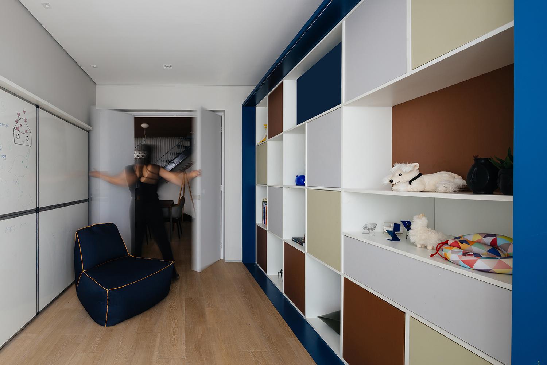 Playroom´s bookcase Pedro Kok