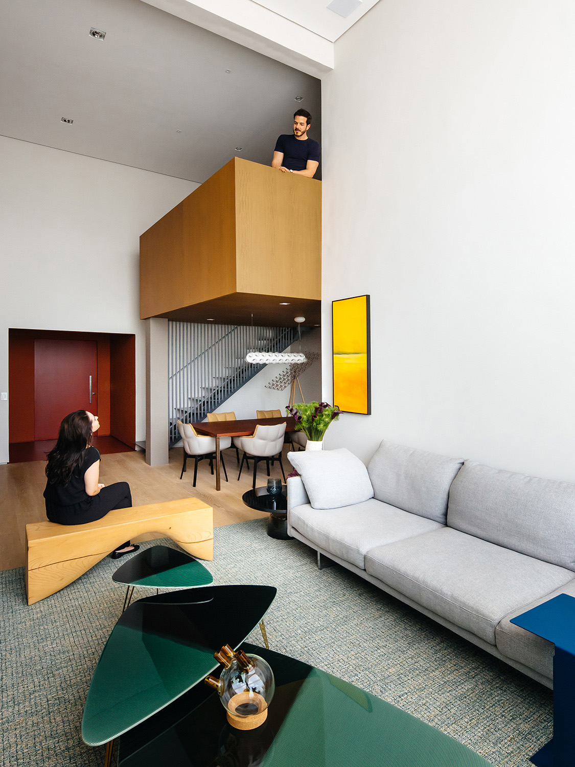 Mezzanine and dining room seen from the living room Pedro Kok