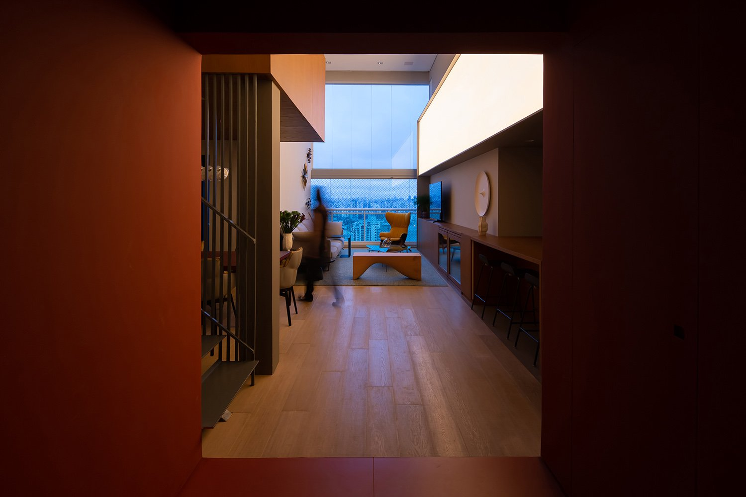 Living room seen from the ruby entrance hall Pedro Kok