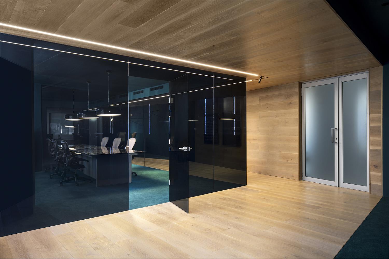 Non-linear corridor - Meeting room Adam Letch