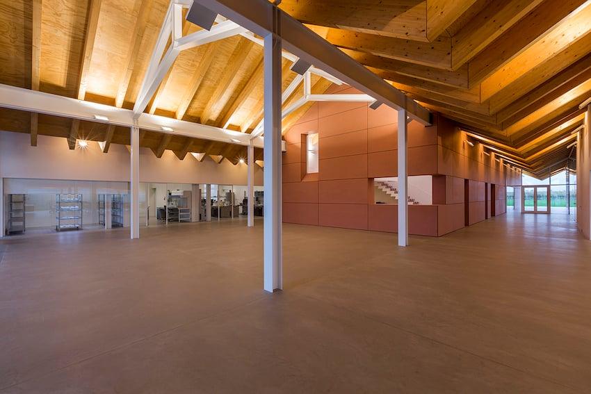 hall d'ingresso con vista vesro i laboratori Elia Falaschi