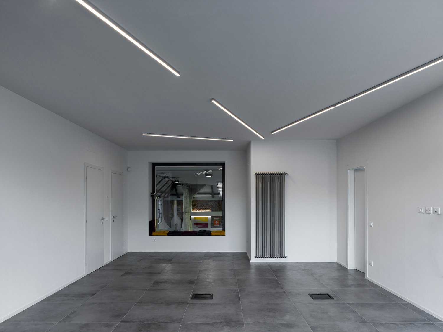 Office looking to the storage space Marco Introini