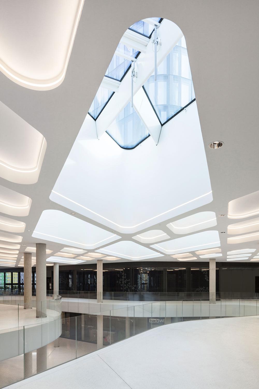 THE ICON Vienna / 7 / a large public space Rupert Steiner