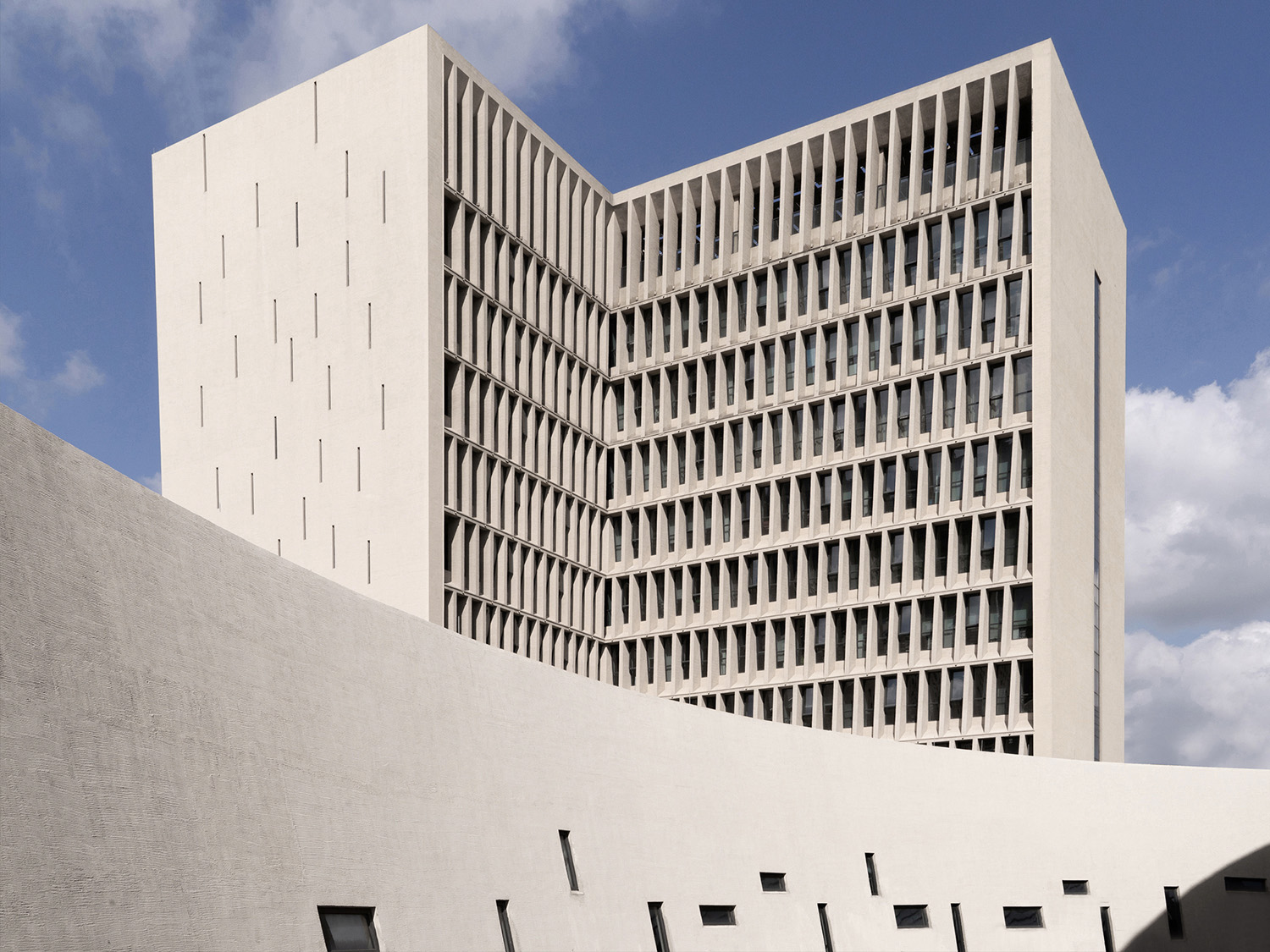 The surface of the concrete building adopts traditional plastering technology to inherit the cultural heritage of the city. Schran Images