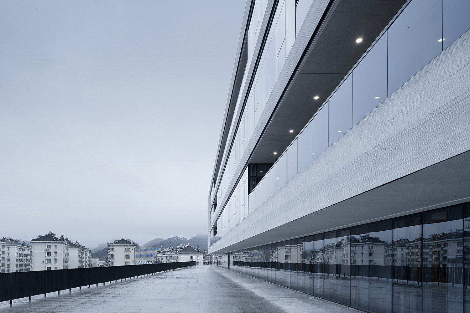 Relationship between the building and the environment on the 3rd floor ©Zhao Qiang
