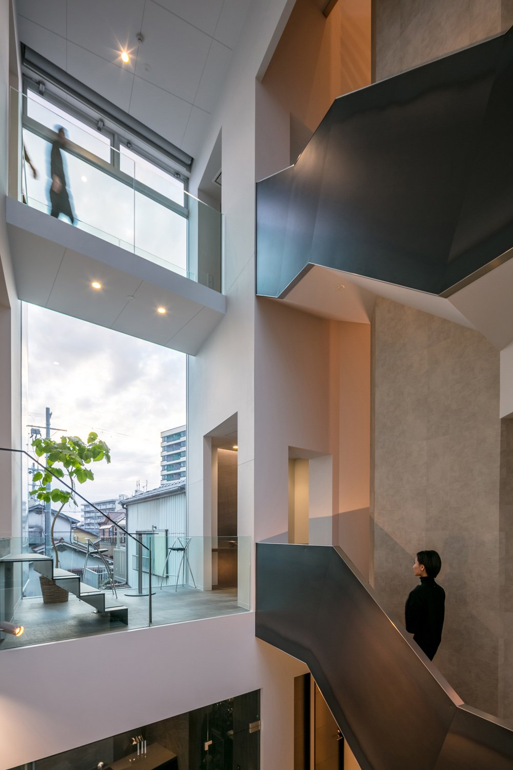 The Atrium from resting space on the second level ©Stirling Elmendorf
