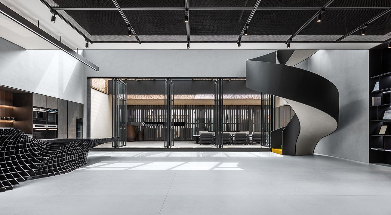 Therefore we design our own studio like the setting for a science fiction movie with a strong sense of prop. 9Studio Design Group