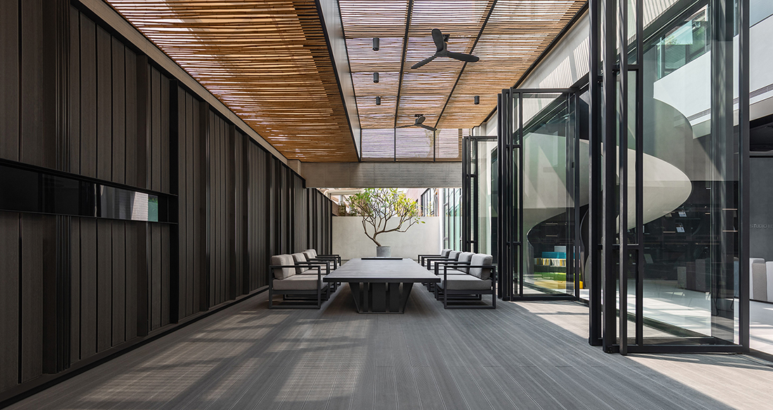 Work as life: The sense of relaxation is enhanced by the pond and greenery outdoor and the kitchen and dinning table indoor with bamboo panels on the ceiling. 9Studio Design Group