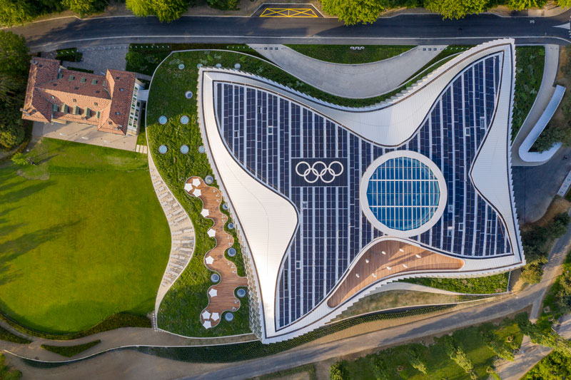The building respectfully integrates into the surrounding historical park setting. © 2019 / International Olympic Committee (IOC) / 3XN / IttenBrechbühl / MØRK, Adam - All rights reserved.