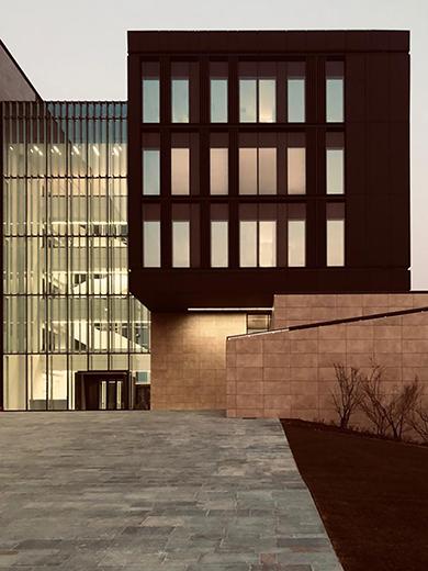 Walking ti the building EFA studio di architettura _ Photo