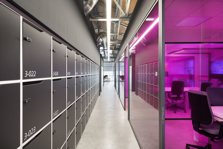 econocom Village-lockers-wall Carola Merello
