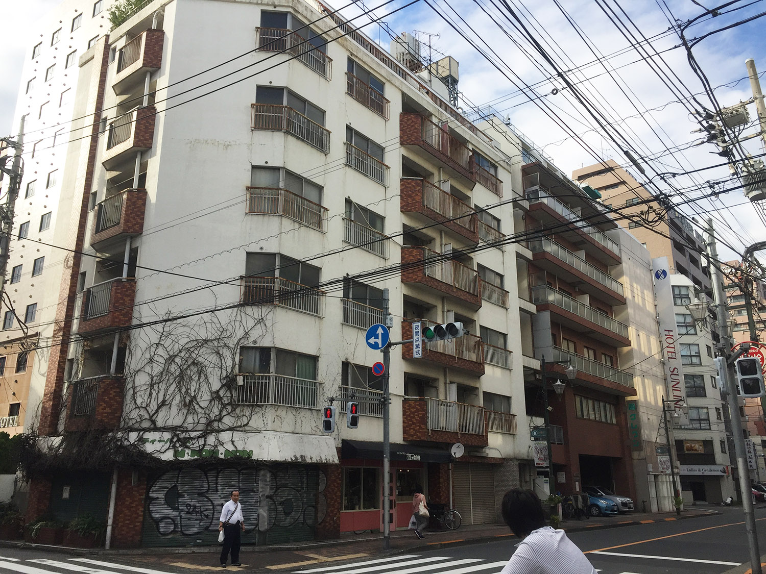 There were three buildings on the site. YASUI HIDEO ATELIER,Inc