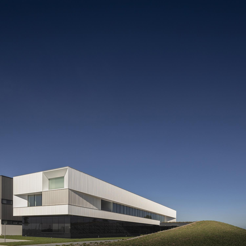 il fronte di ingresso Fernando Guerra | FG+SG fotografia de arquitectura