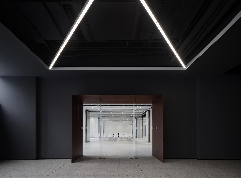 Complex buildingntrance wen studio