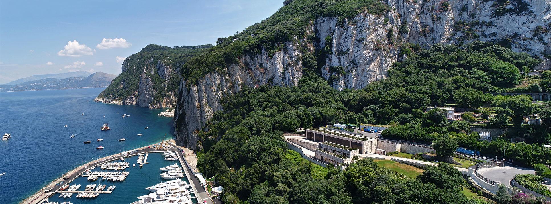 La stazione elettrica Terna e l'isola di Capri Enrico Cano}