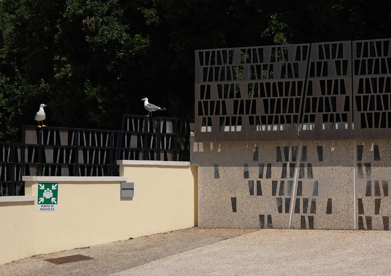 Dettaglio dei parapetti in ottone brunito Enrico Cano
