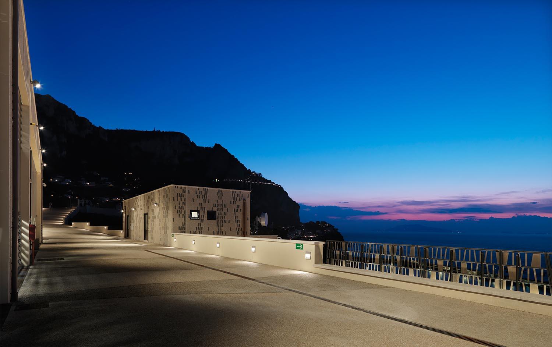 Vista nottura della stazione elettrica Enrico Cano
