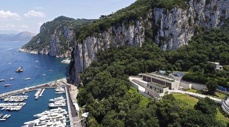 La centrale elettrica di Terna sul monte San Michele a Capri e la Marina Grande Enrico Cano