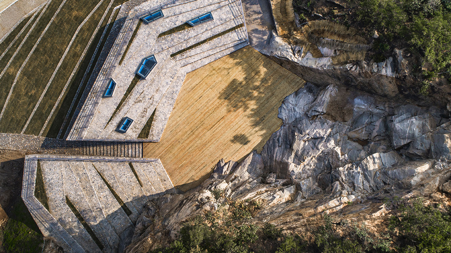 Cliff completely preserved, around which stage and grandstand are set JIn Weiqi