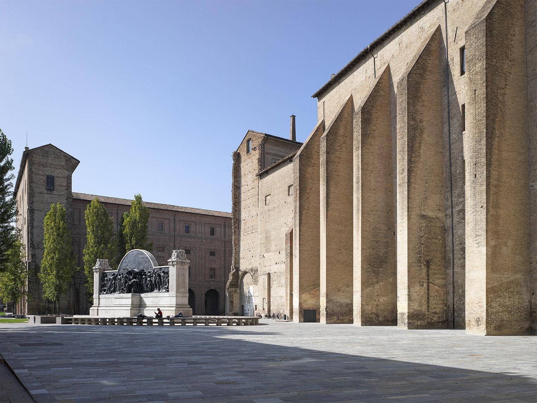 Largo Bertolucci: uno spazio per gli eventi, la cultura, il teatro Marco Introini, photographer