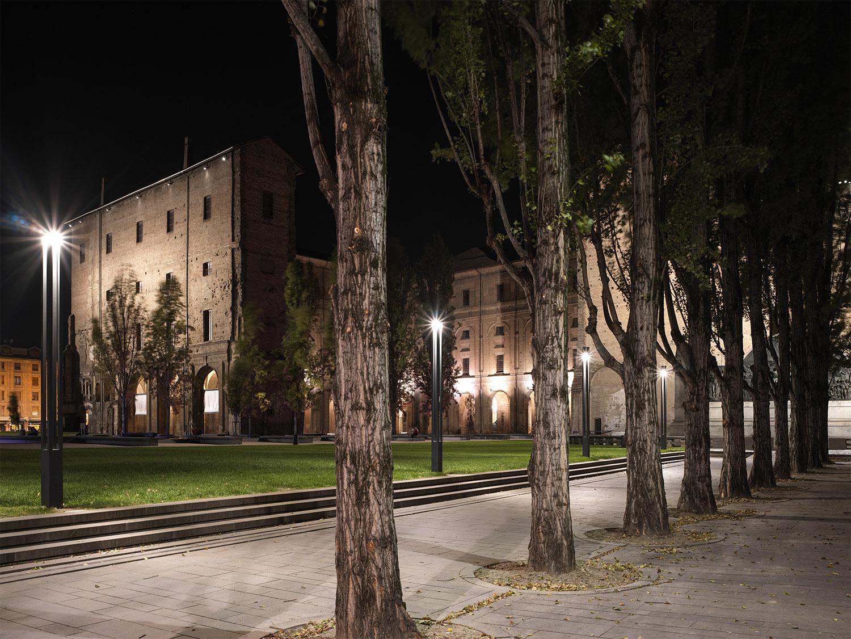 Vista notturna: l'ingresso da via Garibaldi Marco Introini, photographer