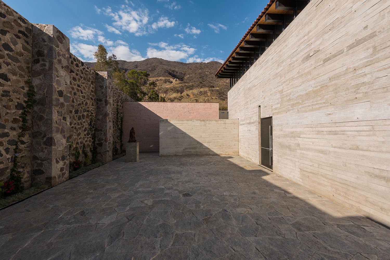 Access patio Jaime Navarro Soto