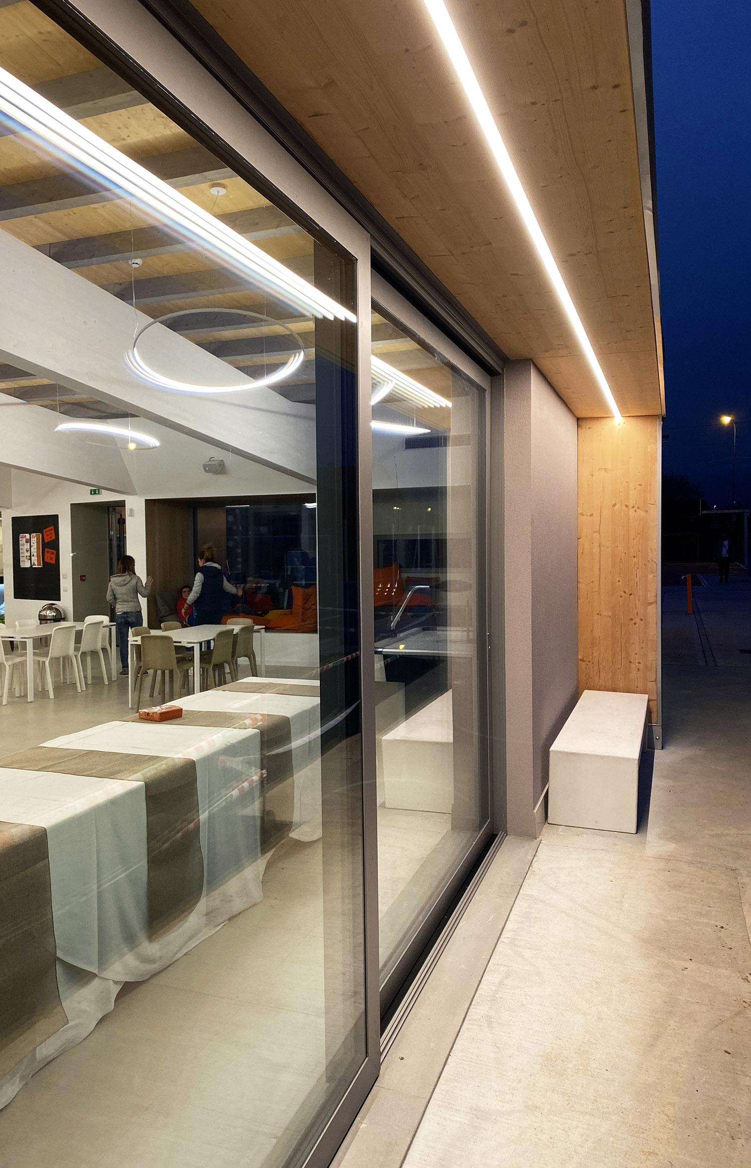 Lama protezione vetrata con striscia LED Luca Barcella