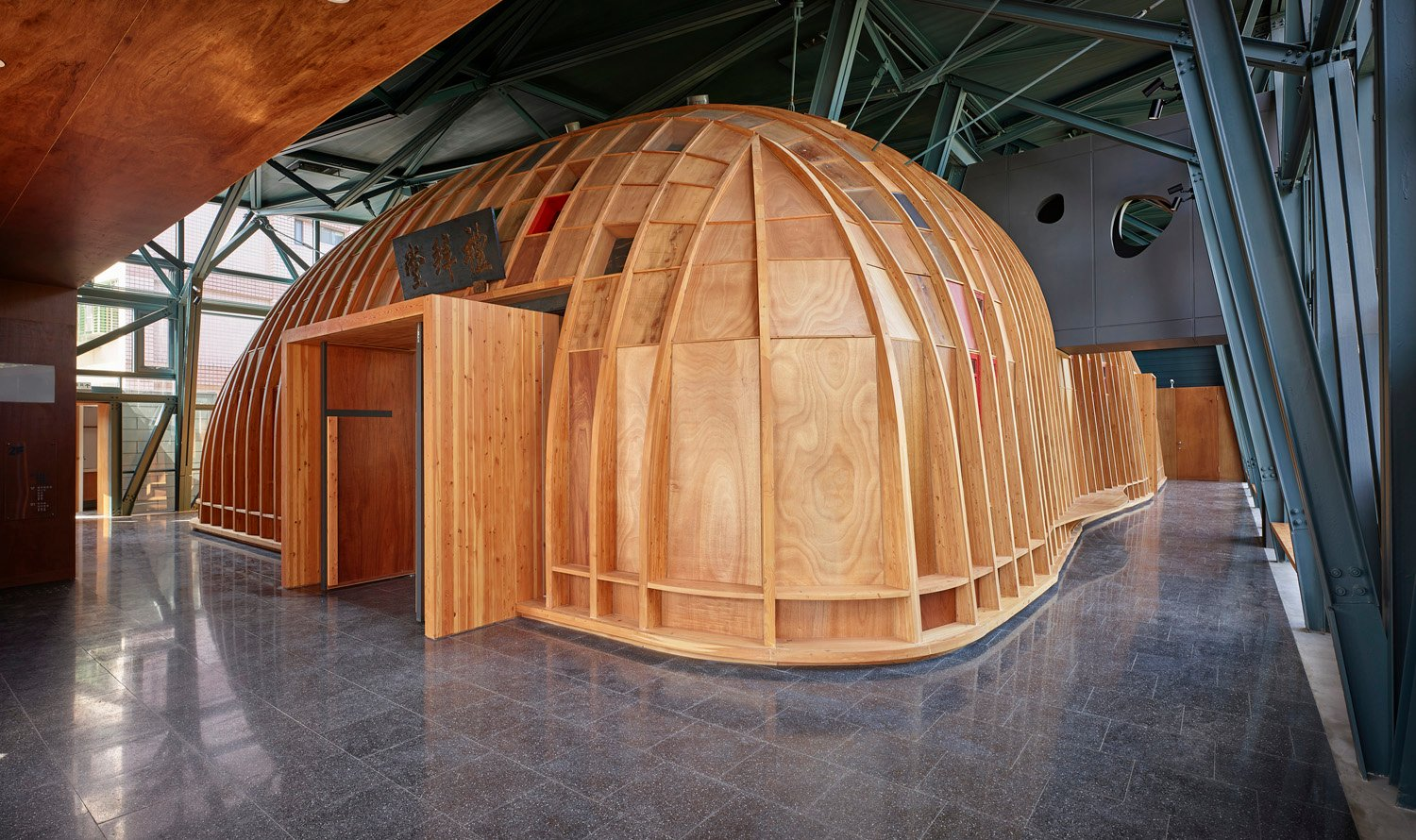 Inside the main hall, we use timber structure to create an egg shaped space symbolizing the mother's uterus that gave birth to life. LI,GUO-MIN