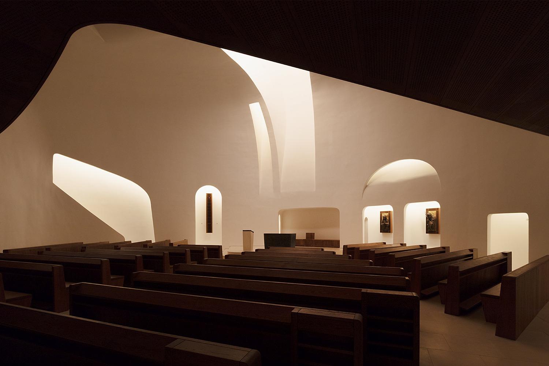 Church of Pope John Paul II, Páty Tamás Bujnovszky}