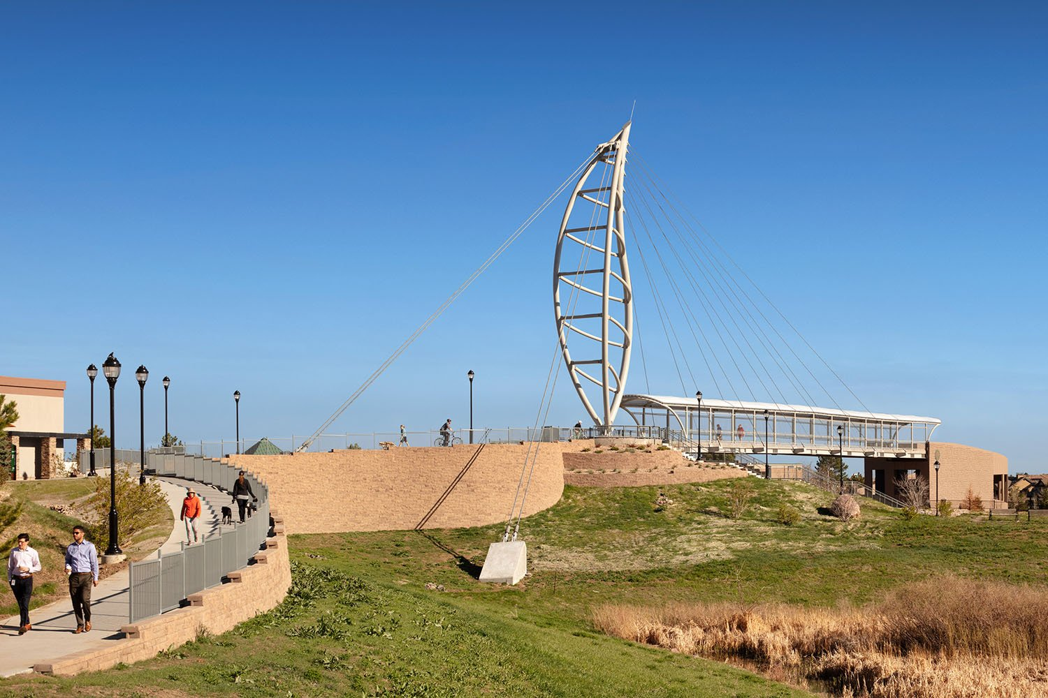 THE BRIDGE SPANS 52 METERS IN LENGTH, ALLOWING CITIZENS TO SAFELY ACCESS OPEN SPACE PARKLAND © Astula Inc/Raul Garcia