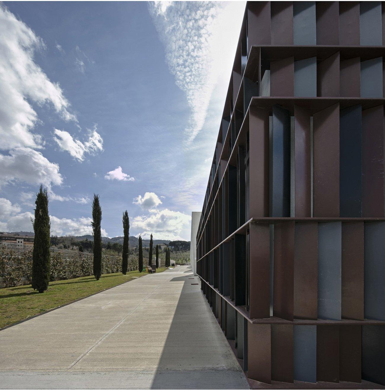 Centro servizi - particolare della facciata Luigi Filetici