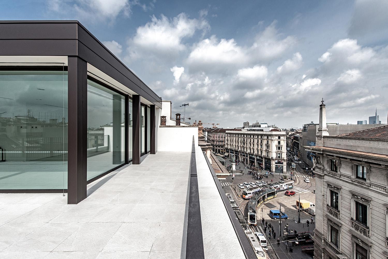 Il volume in copertura della sala riunioni gode della vista sulla città Foto Giacomo Albo