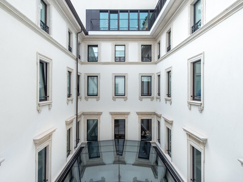 La corte coperta vista dai piani superiori destinati ad uffici Foto Giacomo Albo