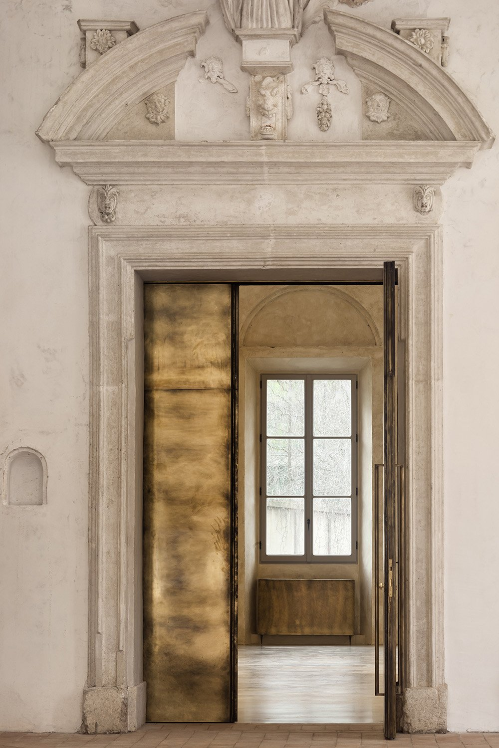 Monumental body, stucco portal and the new burnished brass door Alessandra Chemollo