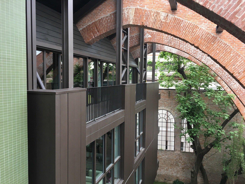 L'ultimo piano del corpo di destra e gli archi della struttura preesistente Domenico Farinaro
