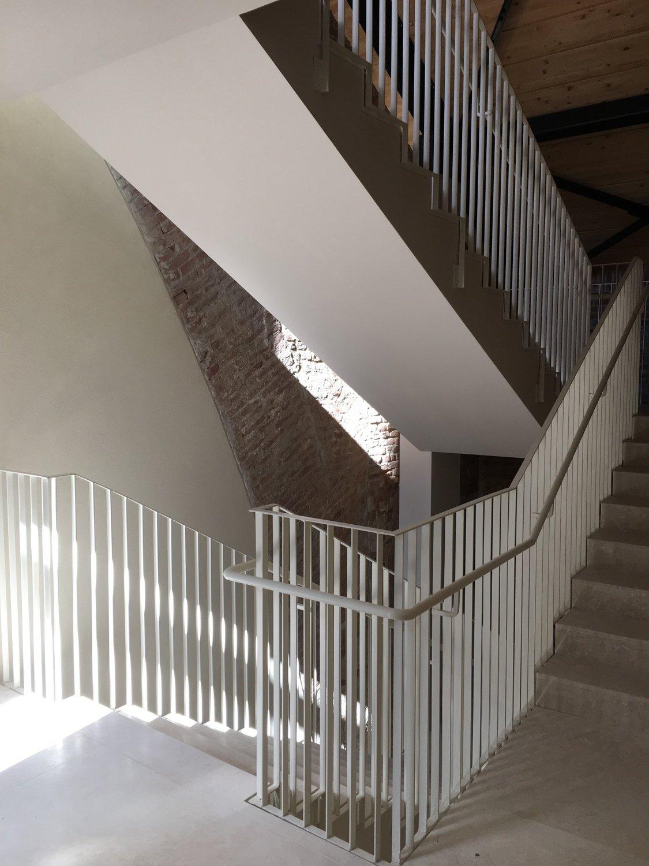 La scala della nuova struttura inserita tra le spalle degli archi esistenti Domenico Farinaro