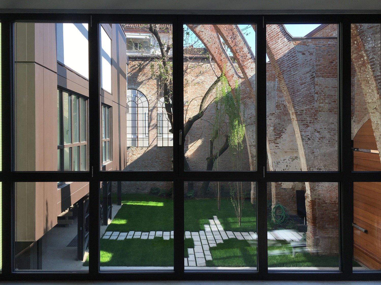 Il giardino visto da una delle abitazioni al primo piano Domenico Farinaro