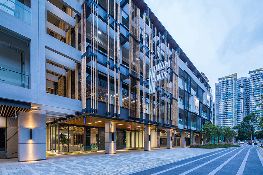 The site is located in the suburb to the west of the Guangzhou city. The existing structure used to be a shoe factory. 9Studio Design Group