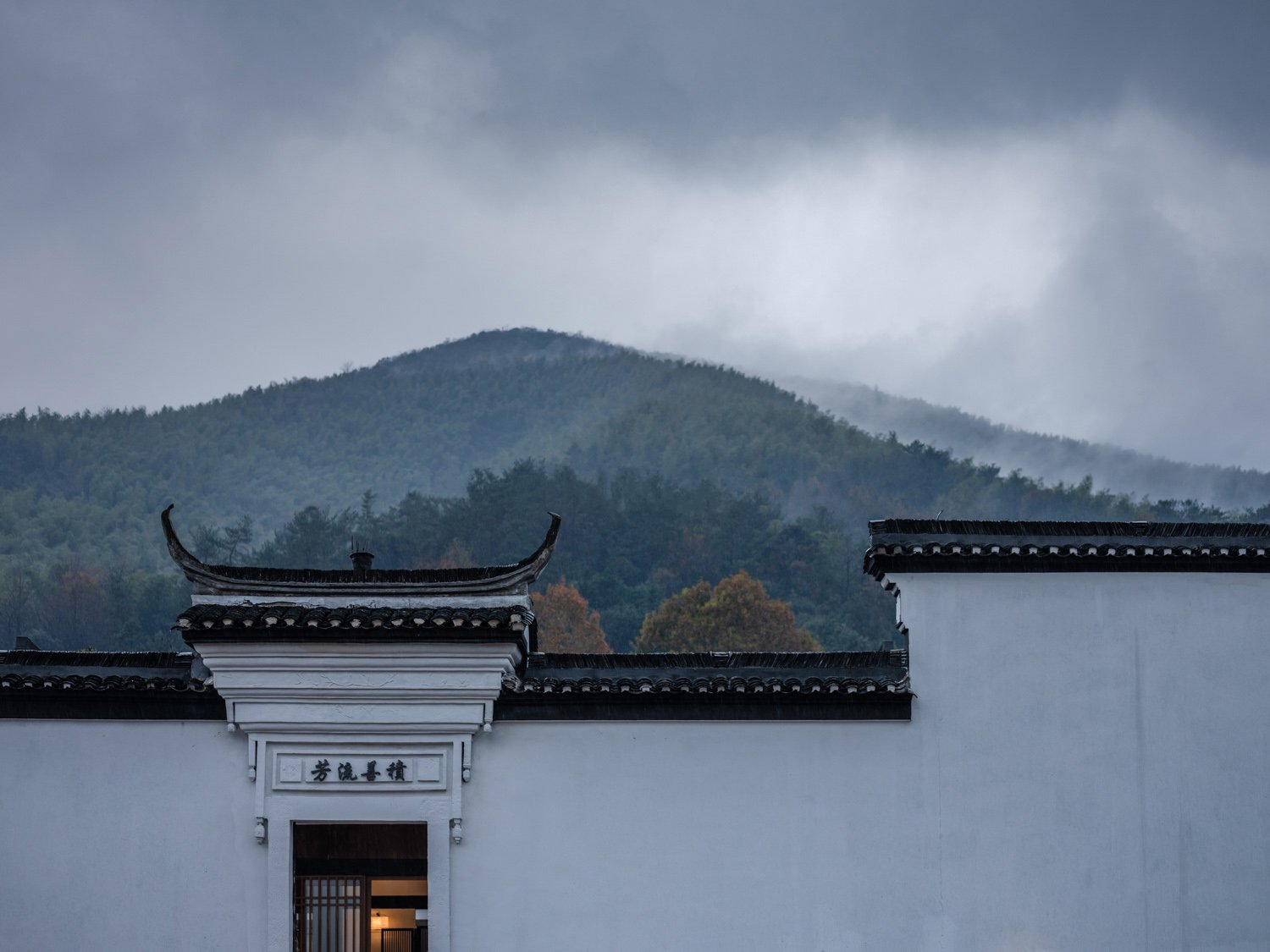 Huizhou-style roof and wall are well preserved Fancy Image