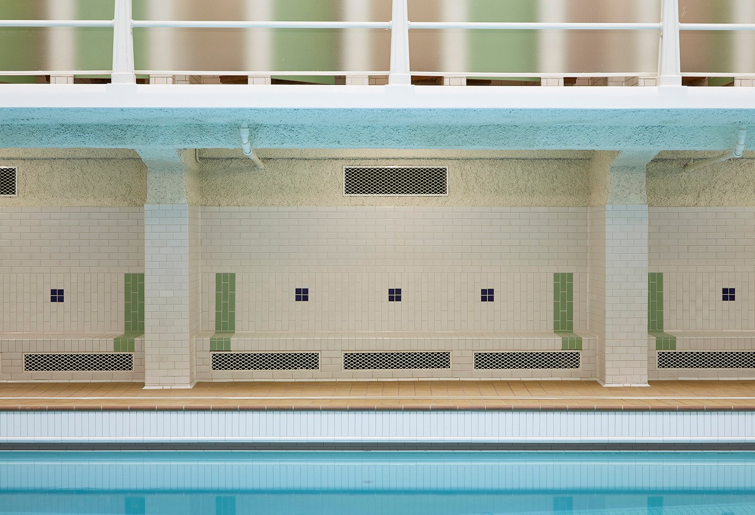 The Amiraux swimming pool after the renovation campaign, 2017 Antoine Mercusot