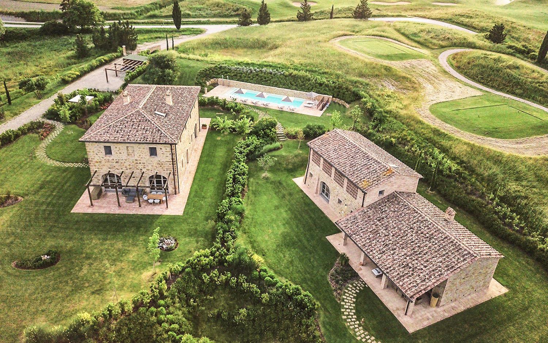 Vista aera con il drone da sud-est @Toscana Resort Castelfalfi