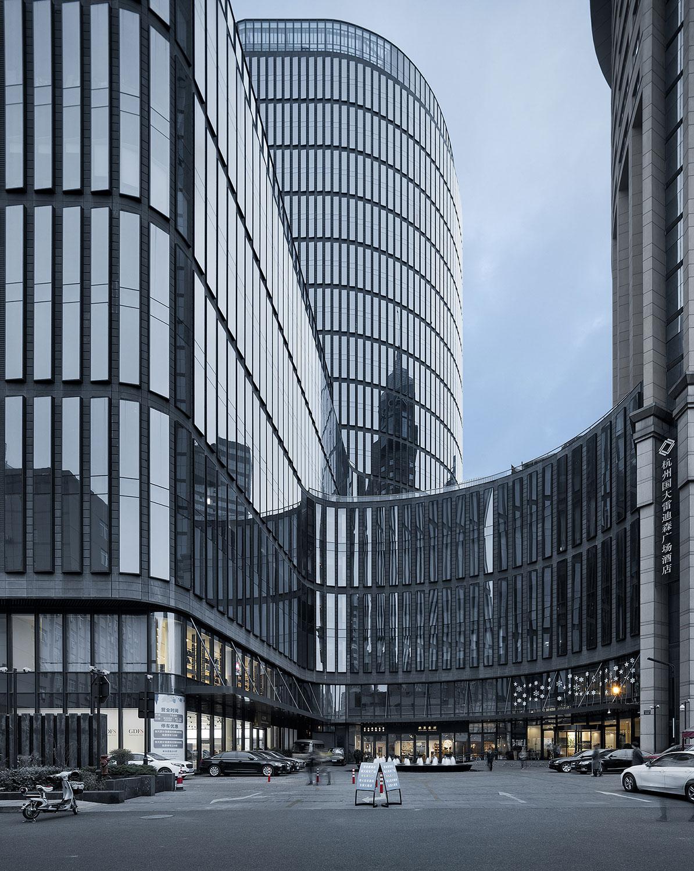Upward view of facade © Zhao Qiang