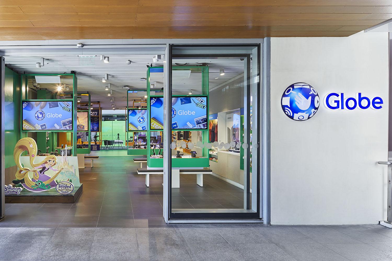 South wing storefront Nacása & Partners Inc. (Nakamura Atsushi, Yamauchi, Takuya)