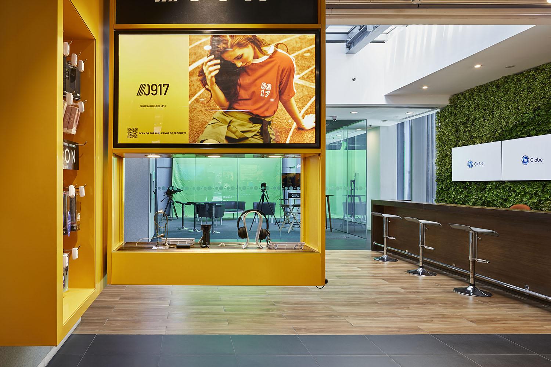 Suspended fixtures in the south wing store Nacása & Partners Inc. (Nakamura Atsushi, Yamauchi, Takuya)