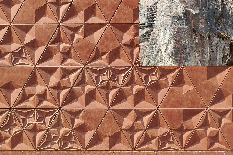 Facade detail with rock B & M Architects / Timo Kiukkola}