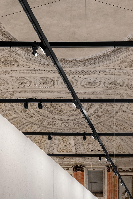 Il muro, la struttura metallica a la Sala delle Cariatidi Marco Cappelletti