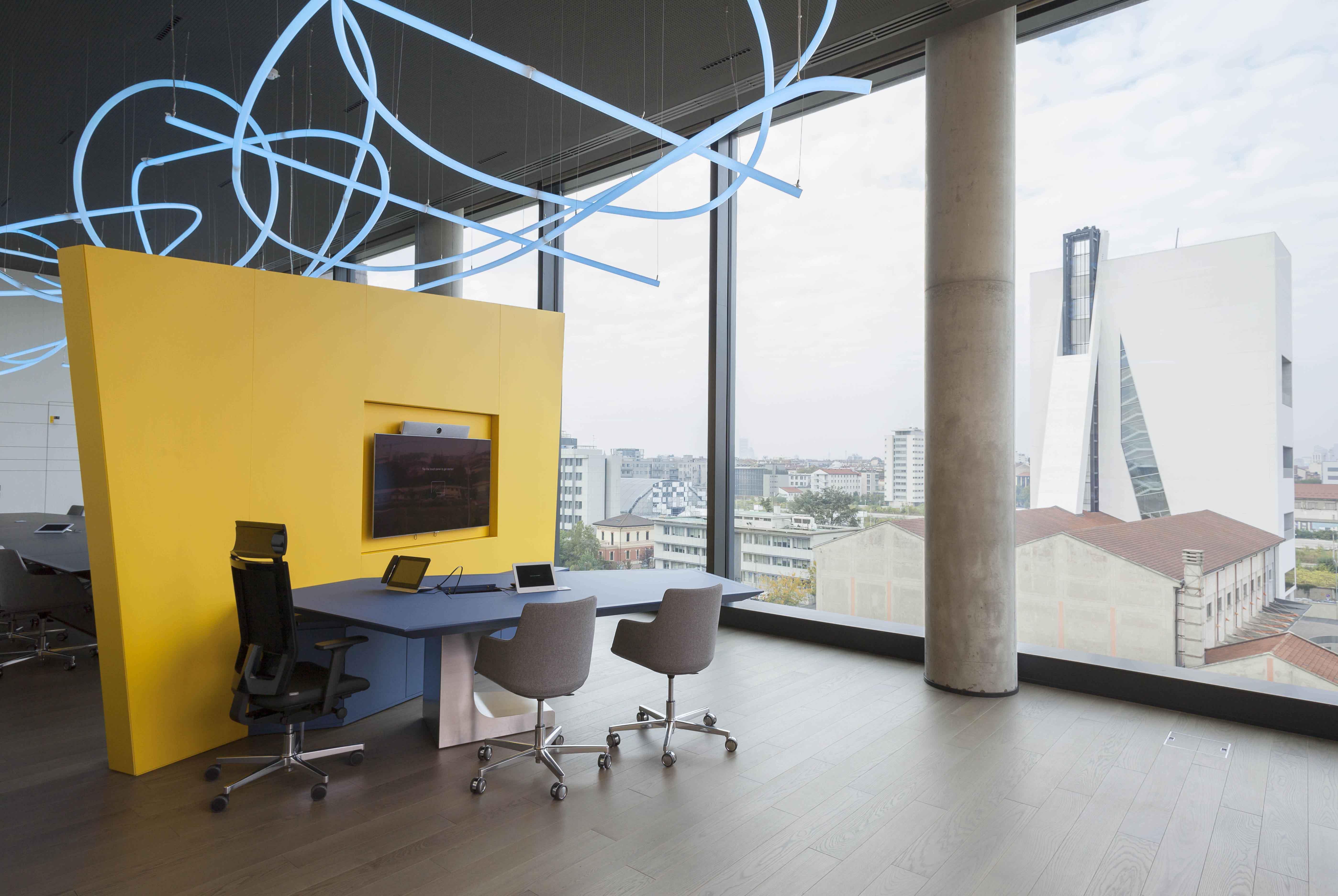 Ufficio AD con vista su Fondazione Prada Paolo Riolzi