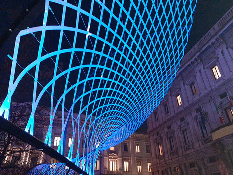 Sotto il soffitto della Scala - Dettaglio reticolo in policarbonato bianco opalino e gemme di vetro Engie Italia S.p.A.