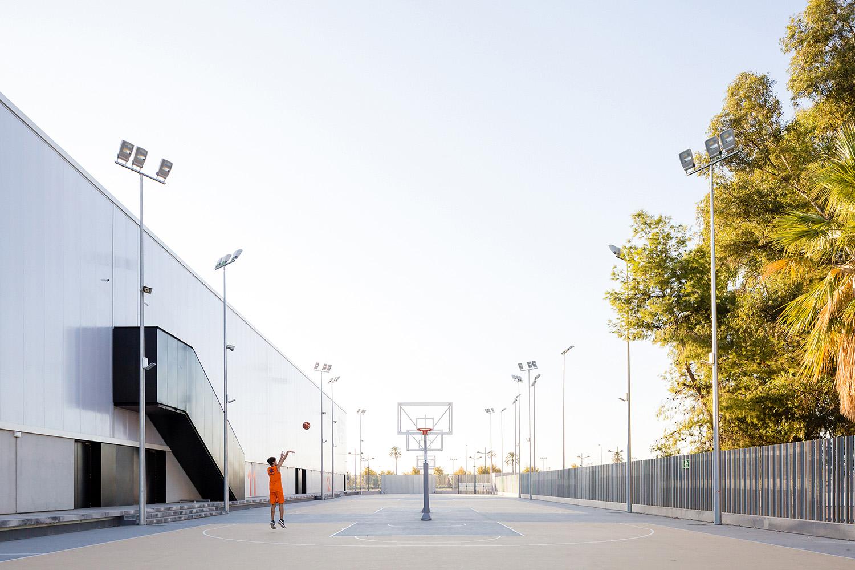 Exterior courts Daniel Rueda