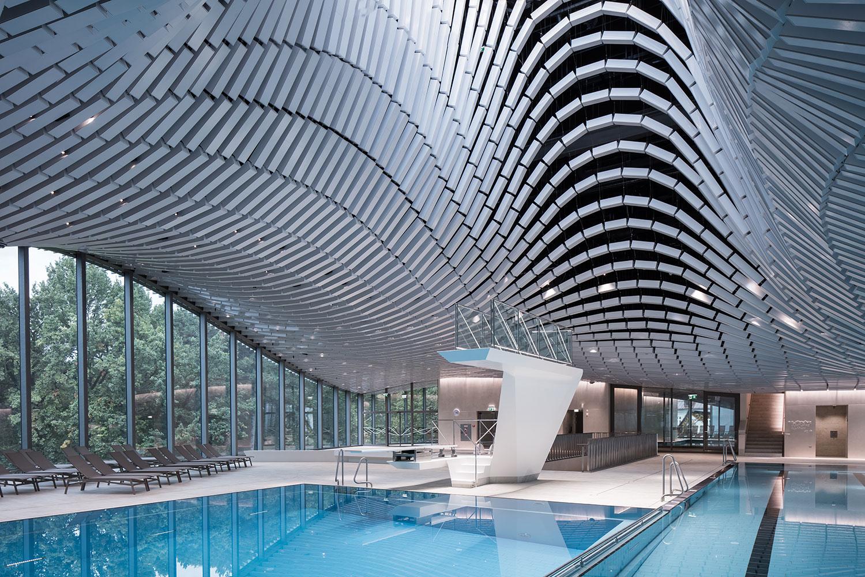 Swimming level as an integrated raised continuation of the Kurgarten Christian Richters │ Berger+Parkkinen Architekten